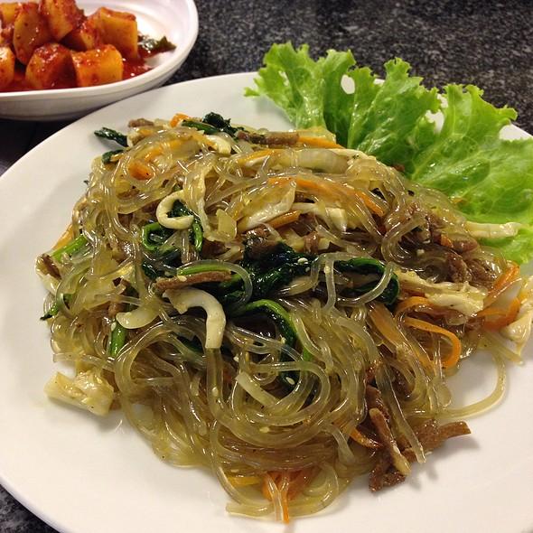 จับแจ (ผัดวุ้นเส้น) | Japchae (Stir Fried Glass Noodles)