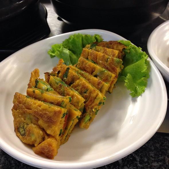เครื่องเคียง - ผักกุยช่ายทอด | Banchan - Fried Garlic Chives In Egg Batter
