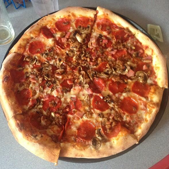 Roadhouse Pizza @ Mountain High Pizza Pie