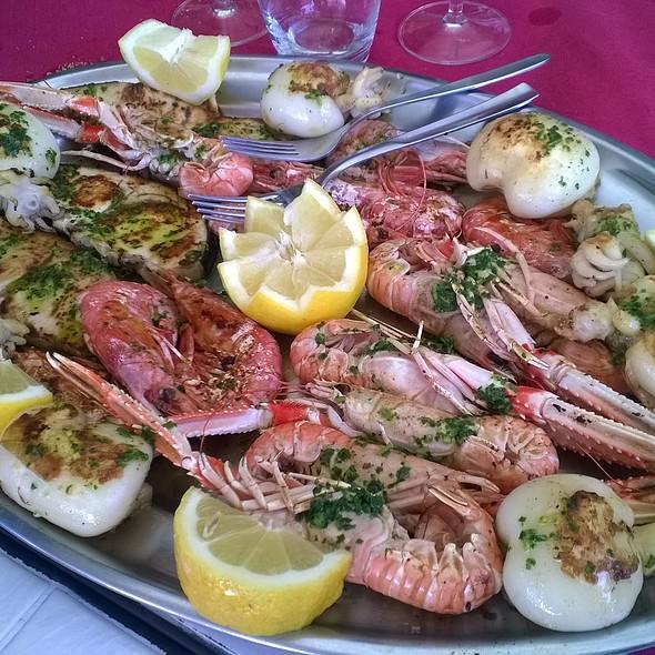 Grigliata Mista Di Pesce @ La Taverna di Venere