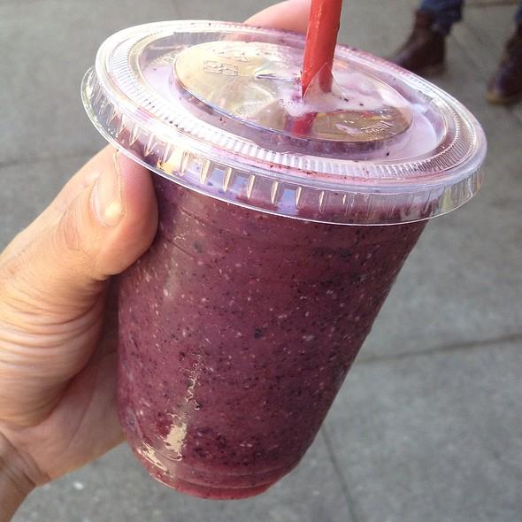 Blueberry Colada Smoothie @ Sidewalk Juice