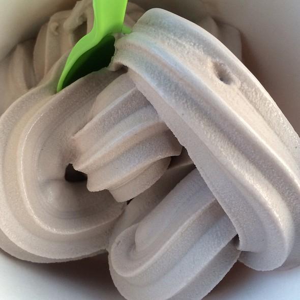 Cookies And Cream Frozen Yogurt @ Sweet Little C's