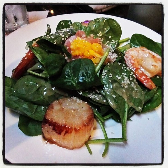 Scallops, Shrimps, Mango And Avocado Salad @ Humphrey's By The Bay