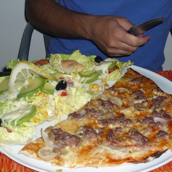 half pizza half salad @ Weimar - Goethe Institut
