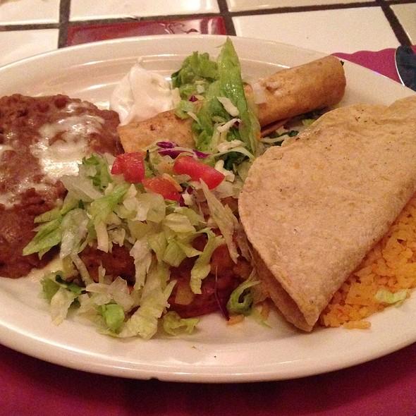 vegetarian mexican plate @ La Parrilla Restaurant