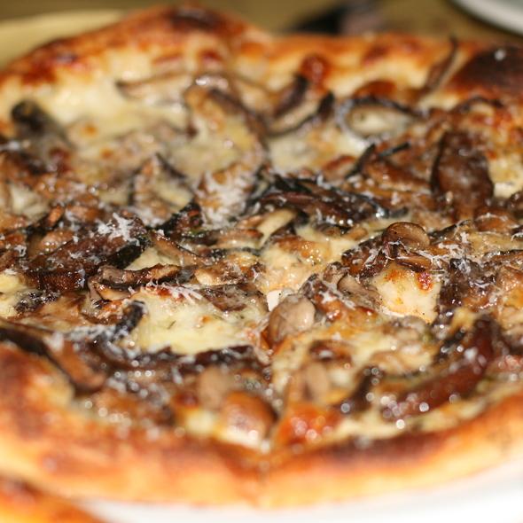Funghi misti, fontina, taleggio & thyme pizza
