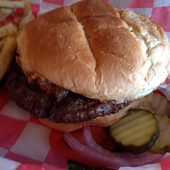 Bacon Cheesebuger @ Buster's Saloon