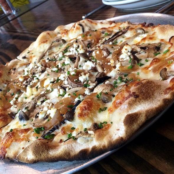 Funghi Pizza @ Pizza of Venice