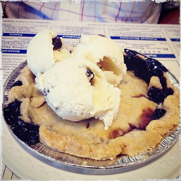 Lil' Guy Blueberry Pie A La Mode @ Calico And Cream