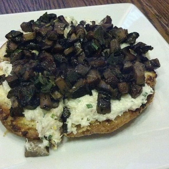 Truffle Goat Cheese Crab Pizza @ Mehtaphor