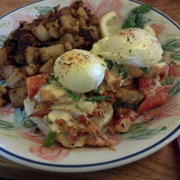 Lobster Benedict @ 2 Cats
