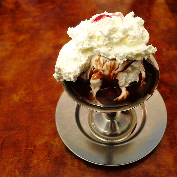 Hot Fudge Sundae @ Eddies Sweet Shop