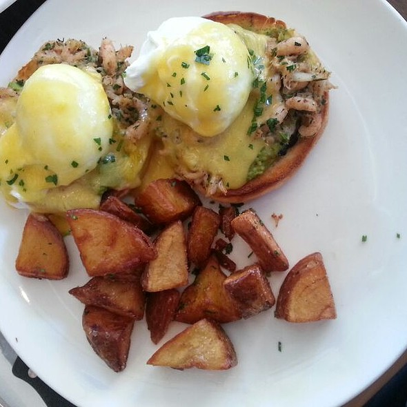 Eggs Bennedict With Dungeness Crab