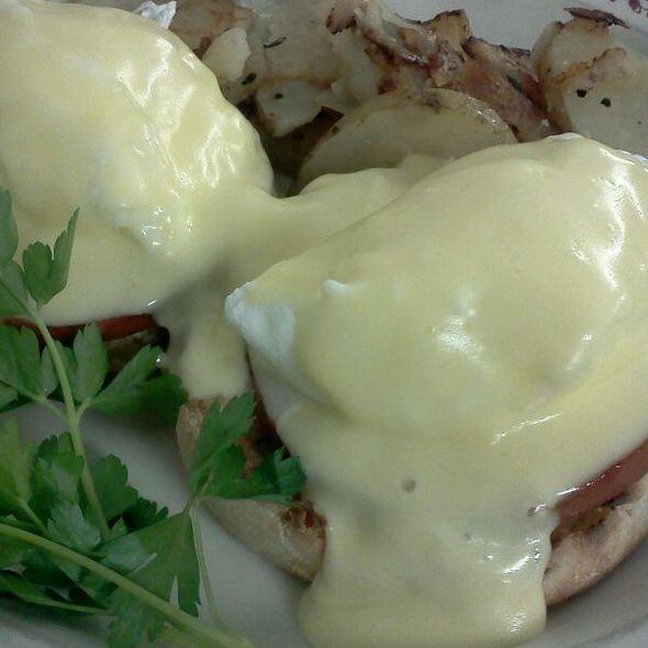 Eggs Benedict @ cross keys diner