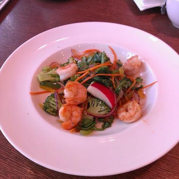 Thai salad with shrimps