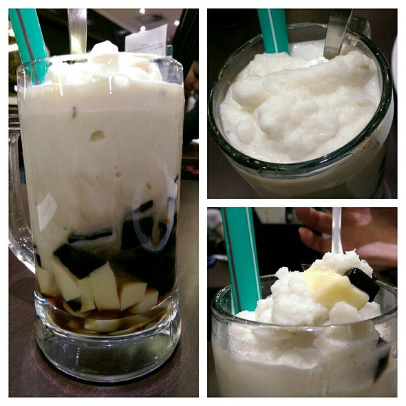 Soya Milk with Pudding & Grass Jelly @ PappaRich Broadway