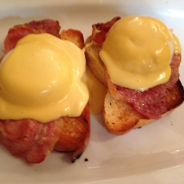 Eggs Benedict @ Patisserie Valerie
