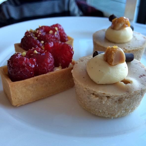 Raspberry Tart & Macadamia Cheesecake @ Park Hyatt Sydney
