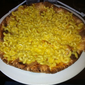 Macoroni And Cheese Pizza