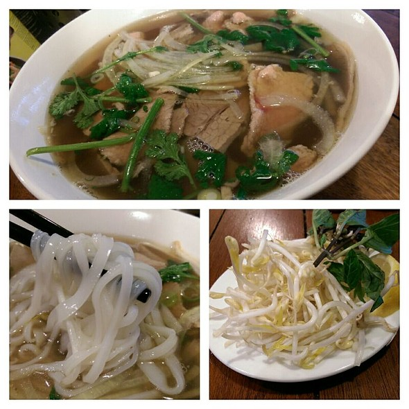 Beef noodle soup @ Fast Pho