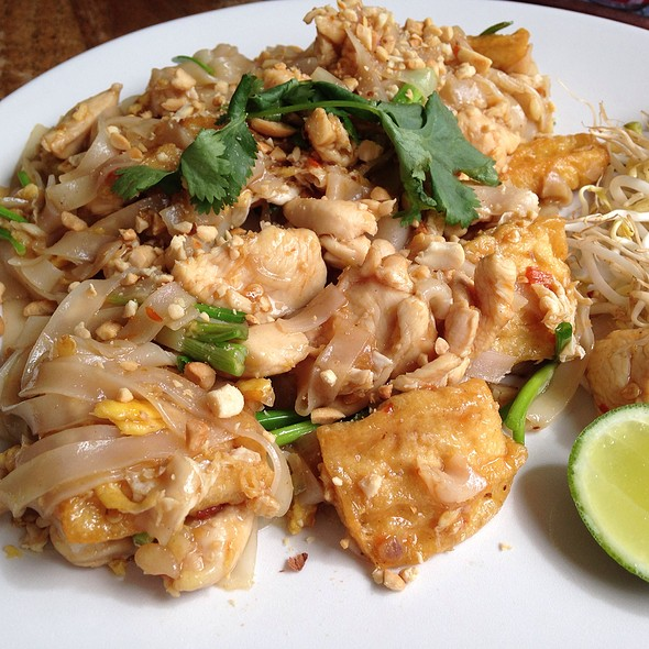 Chicken Pad Thai @ The Coffee House Seminyak