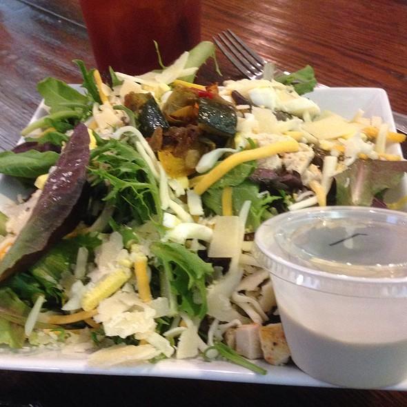 Inner Artist Salad @ The Paint Box Cafe