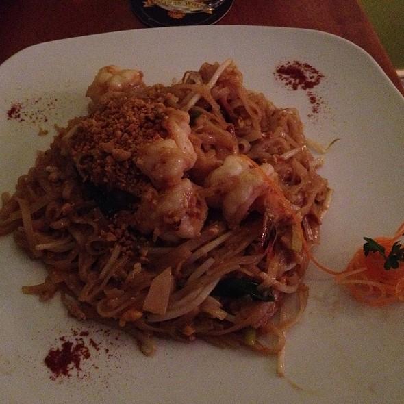 Shrimp Pad Tai @ Blue Taleh