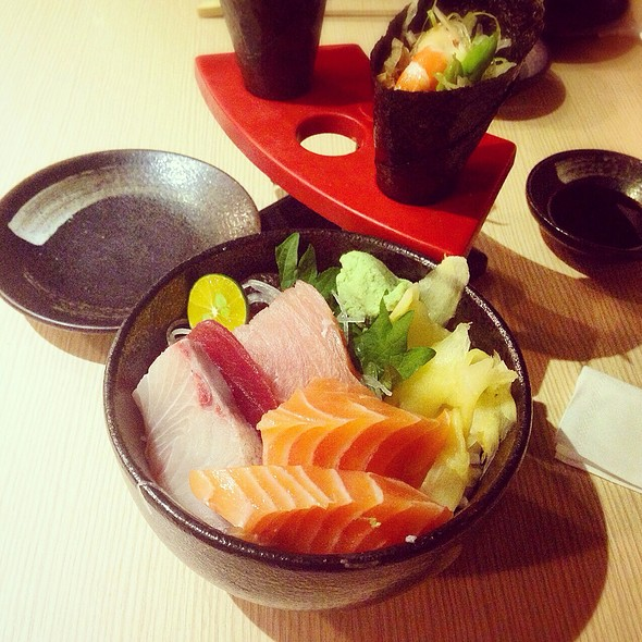 Comprehensive Sashimi Rice Bowl @ 身長腳日本料理