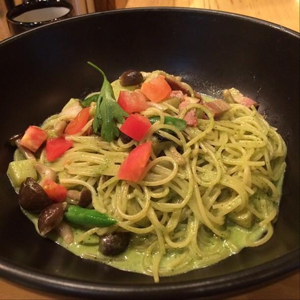 Pasta With Basil Cream Sauce @ 釜揚げすぱじろう 権之助坂店