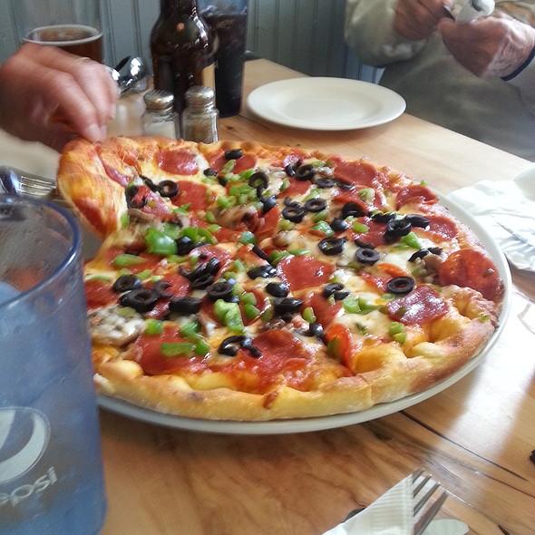 Supreme Pizza @ 51 Park Restaurant & Tavern