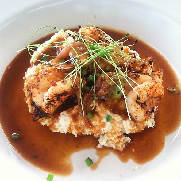 Grilled Shrimps On Grits @ Gram & Dun