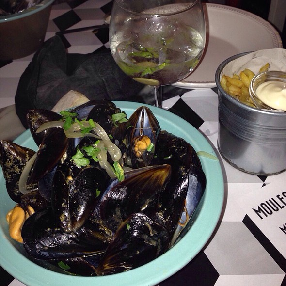 Moules, Chips & Gin @ Moules & Gin