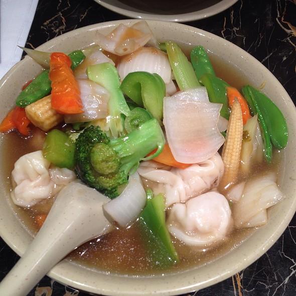 Mixed Vegetables With Wonton Noodles @ New Wonton Garden