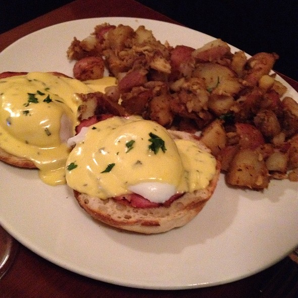 Eggs Benedict - Lucky's Lounge, Boston, MA