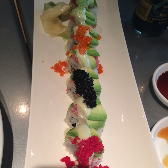 Sushi Deluxe With Spicy Tuna Roll @ Sushi Zushi: Downtown