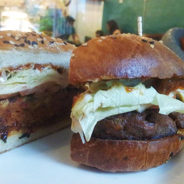 Chorizo burger @ The Bagel Shop