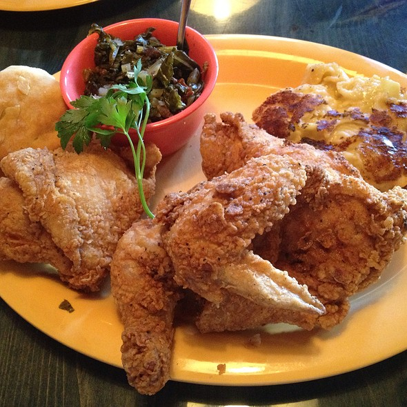 Southern Fried Chicken @ Johnny Rebs' Southern Roadhouse