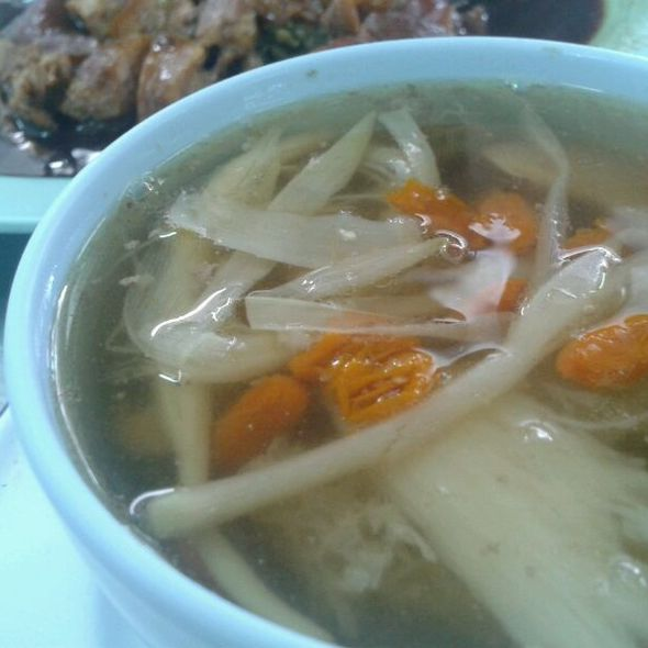 Bamboo soup เยื่อไผ่ @ Hong teh pork knuckle l ขาหมูฮ่องเต้