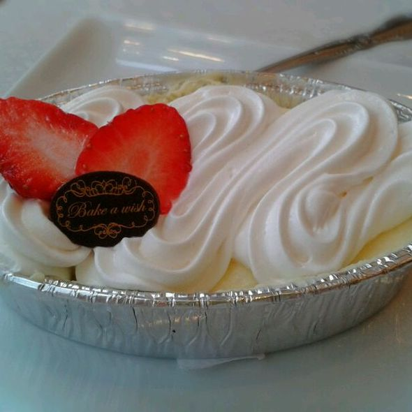 Cheese Cake & Strawberries @ bake a wish@the circle rachapreuk