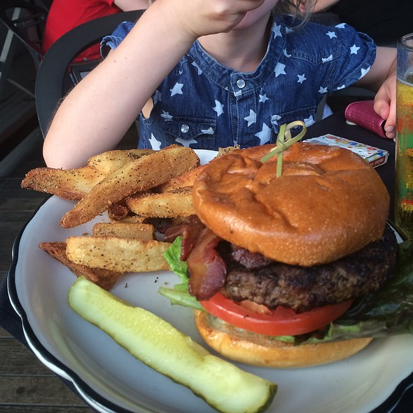 Burger @ Moonshine Patio Bar & Grill