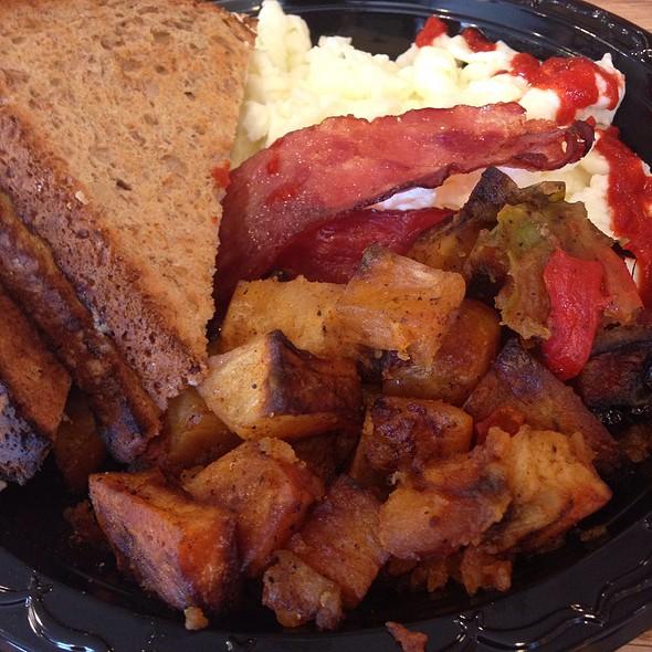 Egg Whites Turkey Bacon 7 Grain Toast At Armonk Country Kitchen