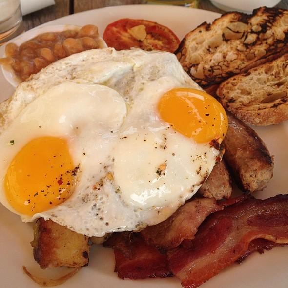 English Breakfast - Communion, Montreal, QC