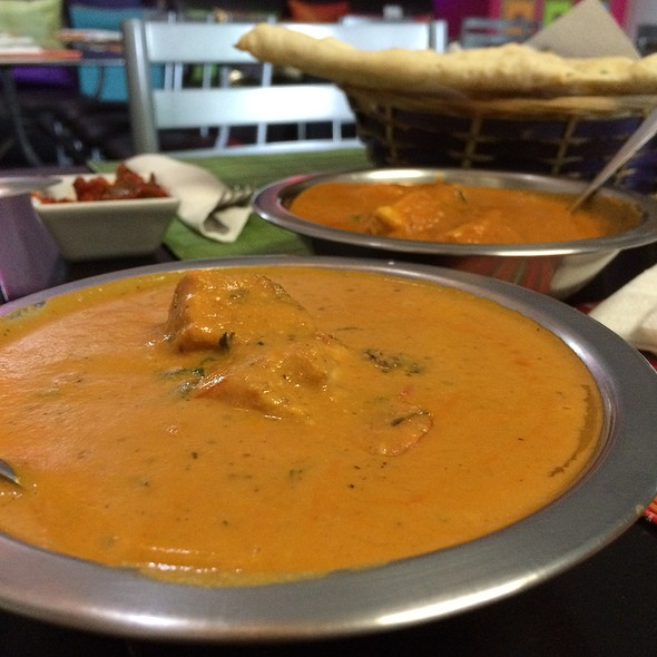 Pollo Al Curry Con Cacahuate @ Little India