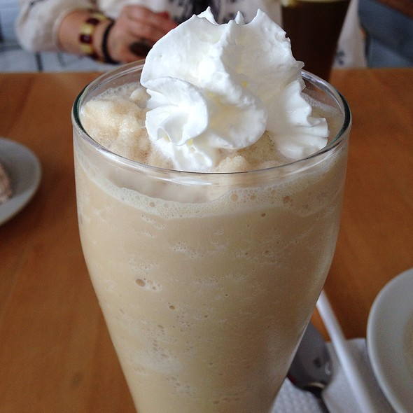 Vanilla Milkshake @ Sweet Treats