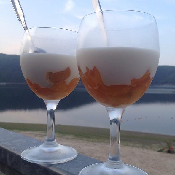 Kokosmousse Auf Mango @ Beach Club Eifel