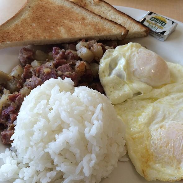 Corned Beef Hash and Eggs @ Rise & Shine Cafe Hawaii