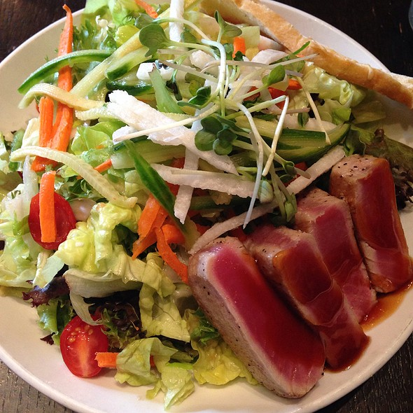 Seared Ahi Salad @ Hub Restaurant & Ice Creamery