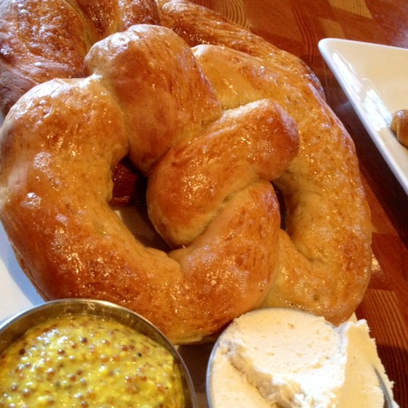 Soft Pretzels - Yaletown Brewing Company, Vancouver, BC