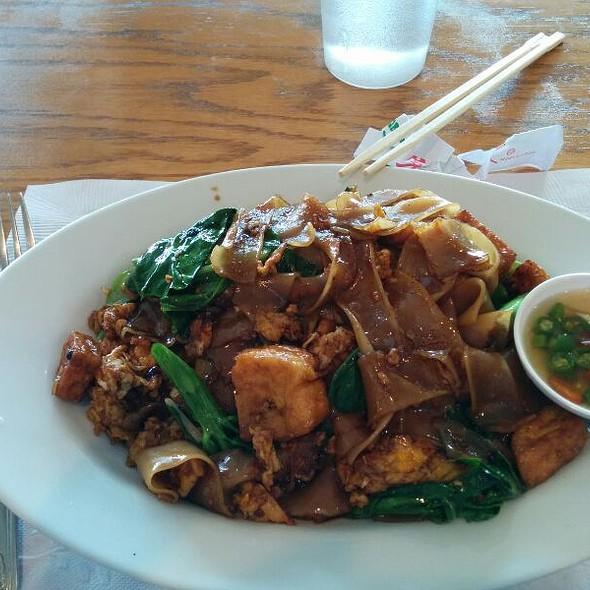 Pad See Ew @ Thai Cuisine Express