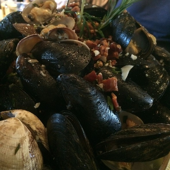 Mussels @ Blackhawk Grille